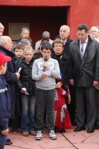 Hommage des enfatns de la classe de CM2 de l'école de Chasselay à la commémoration au Tata de Chasselay le 11 novembre 2012
