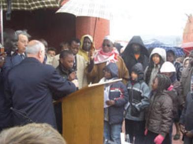 Lecture de textes par des enfants africains à la commémoration au tata le 11 novembre 2008