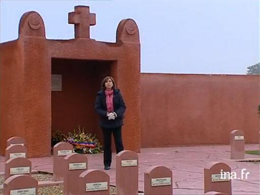 Capture d'écran du reportage de France3 du 12/11/2004 sur la commémoration au tata de Chasselay